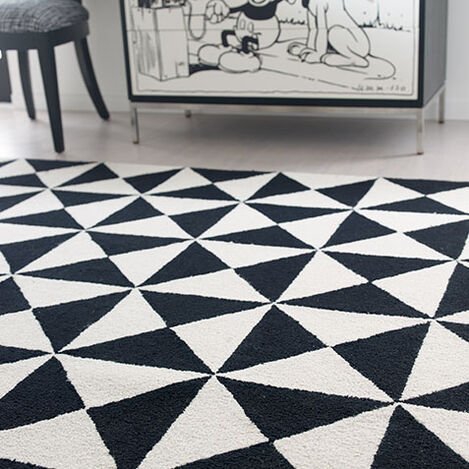 Totally Triangle Rug Product Tile Hover Image 041003